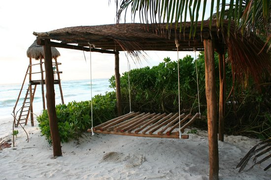 Nueva Vida de Ramiro: beach swing