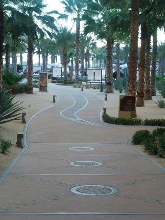 The Grand Mayan Los Cabos: Walkway