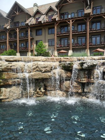 The Wilderness Club at Big Cedar: presidential/concierge pool area