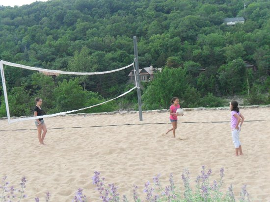 The Wilderness Club at Big Cedar : volleyball near lake