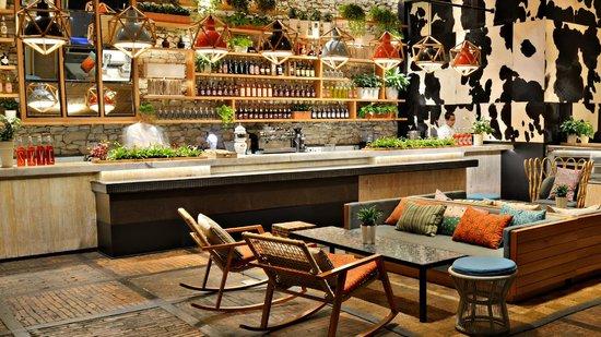 SKYE Bar & Restaurant: SKYE Bistro Bar