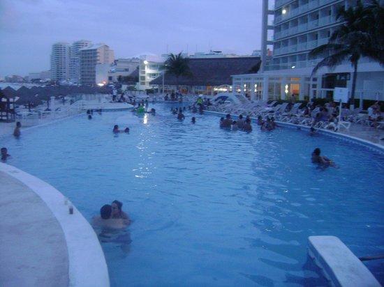 Krystal Cancun: Alberca