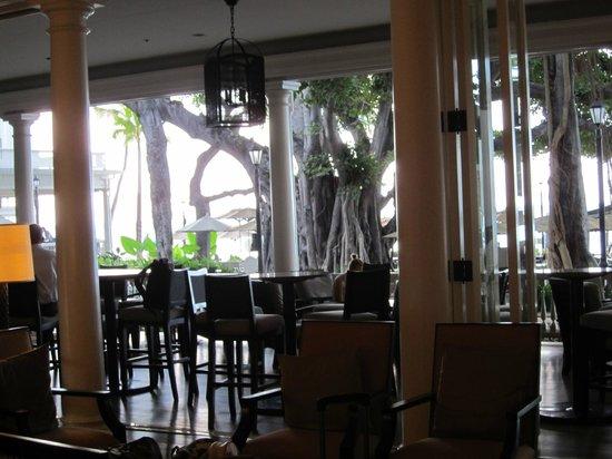 Moana Surfrider, A Westin Resort & Spa: Bar