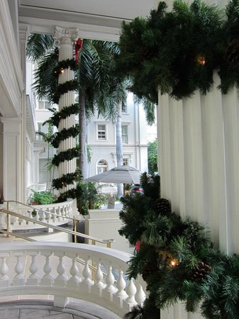 Moana Surfrider, A Westin Resort & Spa: Hotel Front