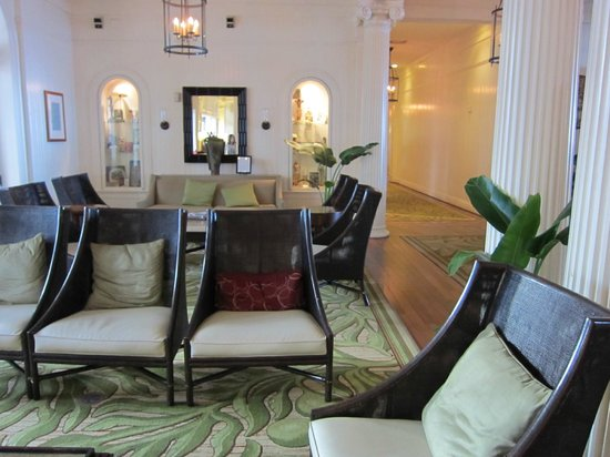 Moana Surfrider, A Westin Resort & Spa: lobby