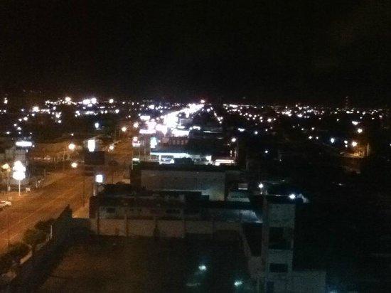 Fiesta Inn Ciudad Obregon: Vista nocturna del 6to piso