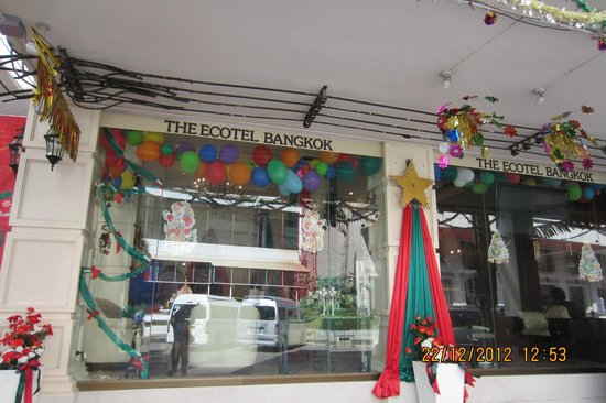The Ecotel Bangkok : Entrance, all decked up during Christmas