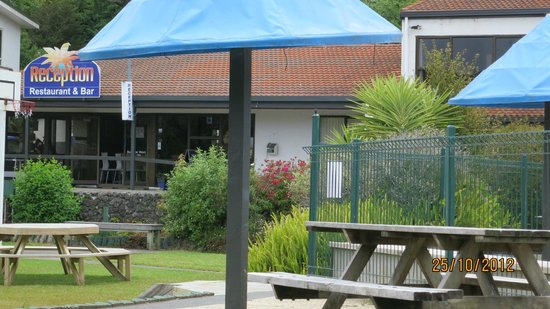 Haruru Falls Resort: Reception Area