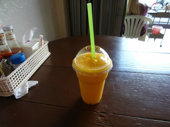 Kopitiam by Wilai: Mango shake - this one is outstanding!