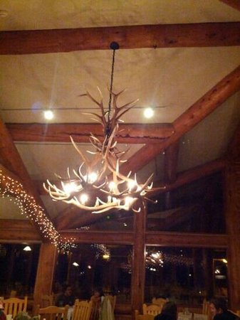 Arkansas Al's Steakhouse and Saloon: kitschy lodge decor. just serious enough to be fun