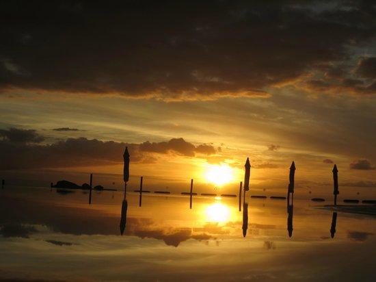 Bahia Principe Costa Adeje: Solnedgång vid vuxenpoolen