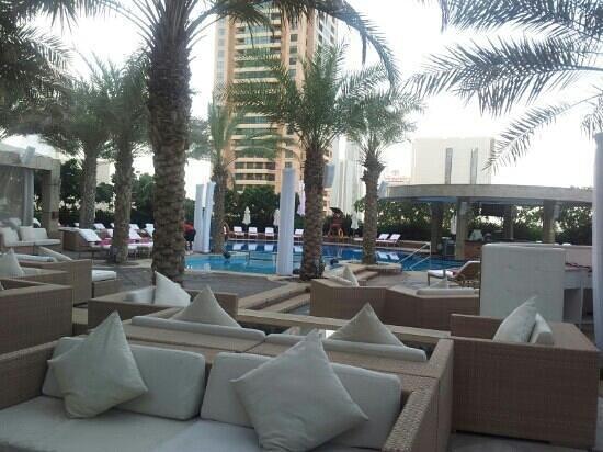 Shangri-La Hotel, Dubai: ikandy poolside bar...