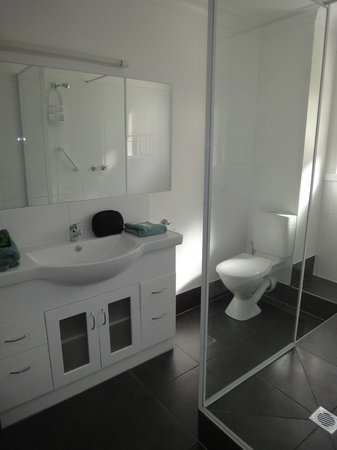 Tamar River Villas: bathroom # 13