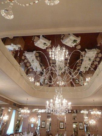 Bristol Hotel Salzburg: Dining room ceiling