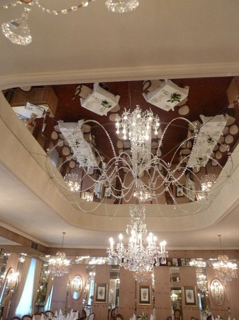 بريستول هوتل سالزبرج: Dining room ceiling 