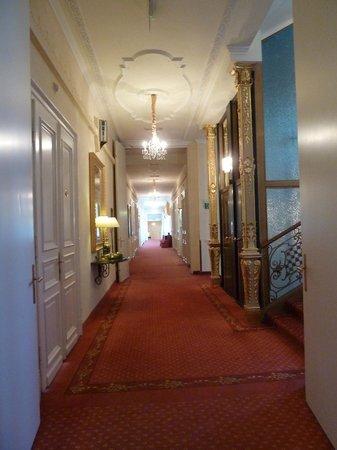 Bristol Hotel Salzburg: Corridor