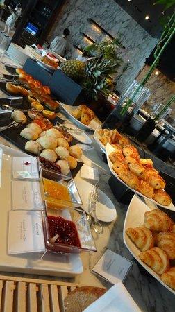 Mandarin Oriental, Tokyo: ケシキの朝食:パン類