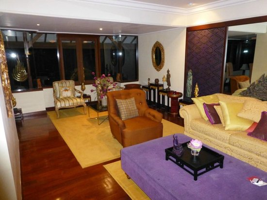 Ramada Bintang Bali Resort: Lounge in suite