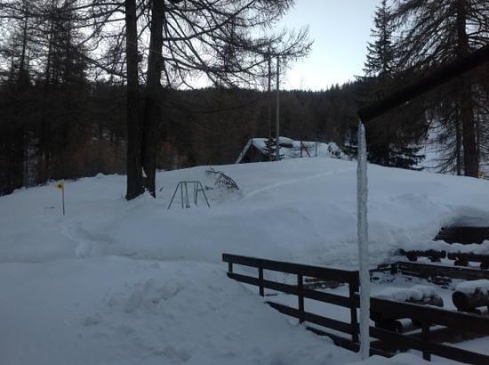Chalet Il Capricorno Hotel: vista dalla nostra camera, con stalattite di ghiaccio