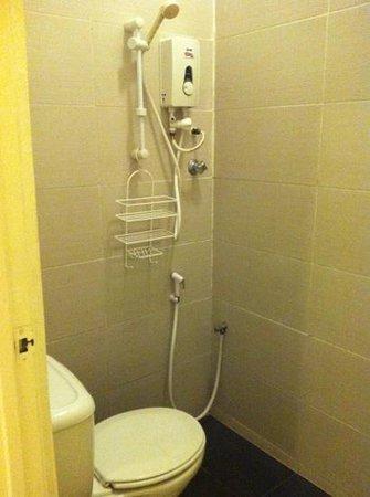 Sun Inns Kuala Selangor: Decent shower
