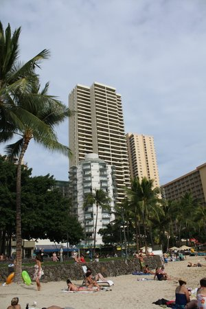 Aston Waikiki Beach Tower: View of hotel from beach