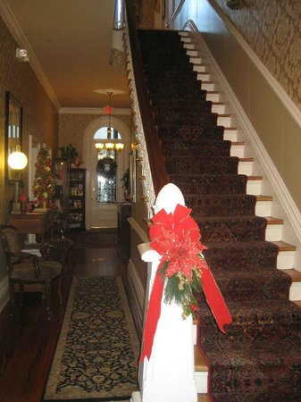 Hamilton-Turner Inn: Main hallway