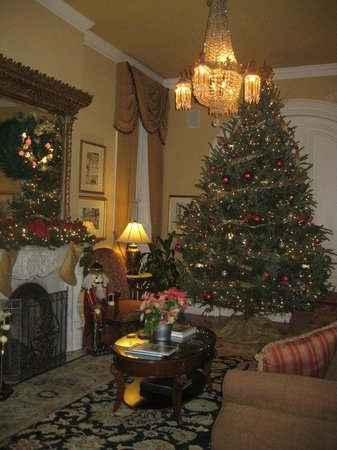 Hamilton-Turner Inn: Parlor at Christmas time