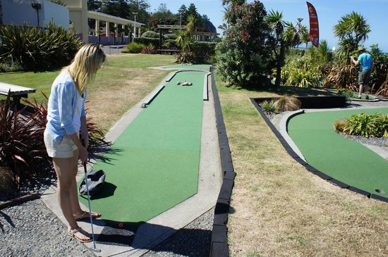 Par2 MiniGolf: Not as easy as it looks.