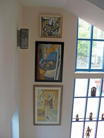 Kaiya House: Beautiful artwork all around the house.