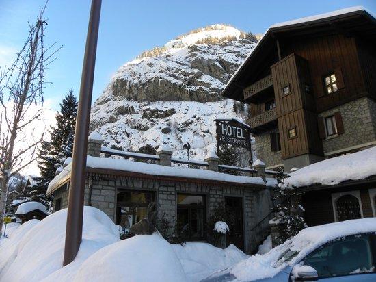 Hotel Dei Camosci : Neve e freddo al pian terreno (salvo riscaldamenti accesi)
