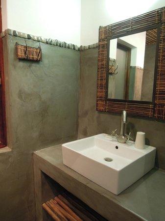 Okaukuejo Rest Camp: The bathroom wash basin