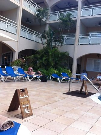 Sandals Inn: where is everyone?