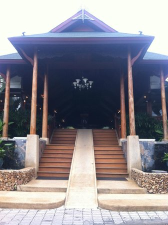 Banana Fan Sea Resort: Stunning entry