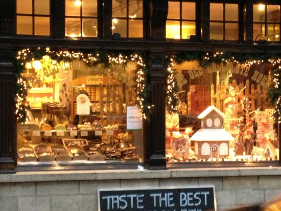 Hotel Ter Brughe: Typical shop at Christmas