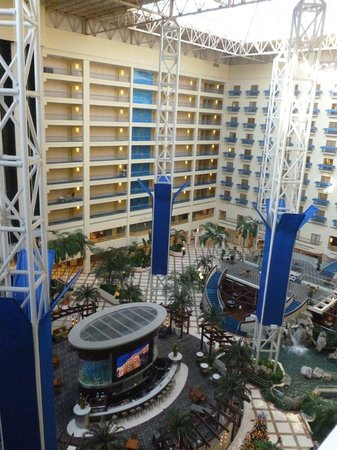 Renaissance Orlando at SeaWorld: View of atrium from our room