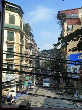 Gia Thinh Hotel: View from the 2nd floor balcony