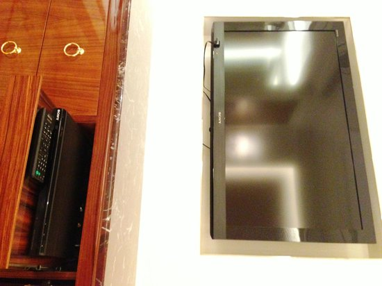The Okura Prestige Taipei: TV and the DVD Player
