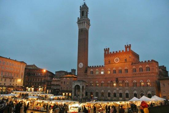 Palazzo Ravizza: la famosa piazza di Siena