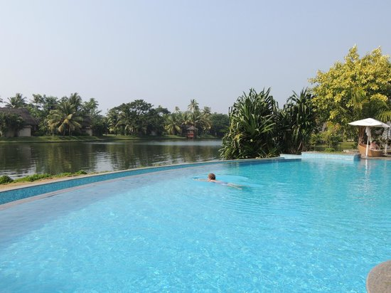 The Zuri Kumarakom: horizon pool