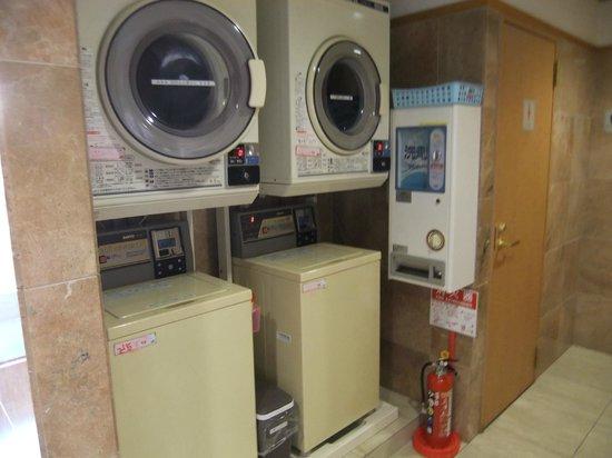 Toyoko Inn Chiba Makuhari: 洗濯機と乾燥機