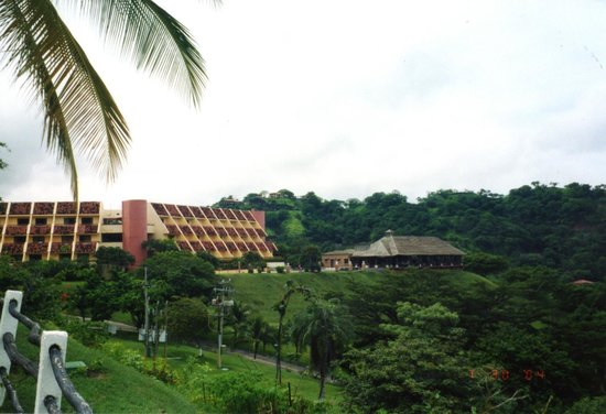 Villas Sol Hotel & Beach Resort: View of Hotel from the east as you enter the resort grounds.