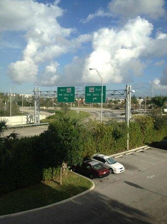 Homewood Suites Miami-Airport / Blue Lagoon: Vista desde la Habitacion