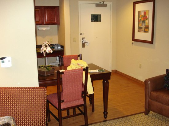Homewood Suites Miami-Airport / Blue Lagoon: Area de la cocina