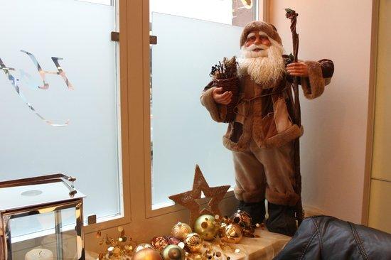 Hotel Waldstatterhof: Hotel Restaurant Christmas Decor