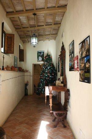 La loggia sul Nera: Corridoio d'ingresso per accedere agli appartamenti!