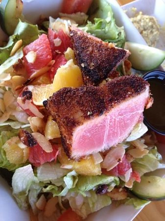 Old Market Eatery: grapefruit salad with tuna