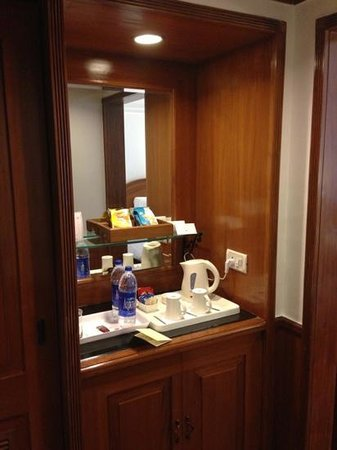 Jaypee Palace Hotel & Convention Centre Agra: minibar