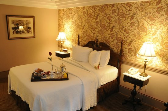 Clarkson Inn: One Queen, room service