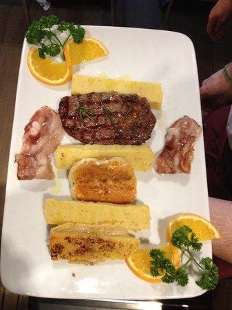 Piatto Jazz - Rib eye Argentino, formaggi alla piastra, Bacon croccante e Polenta