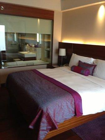 เดอะ ลาลิท นิวเดลี: bedroom